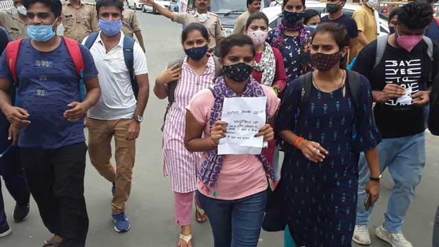 SI Recruitment 2016 Lucknow protest