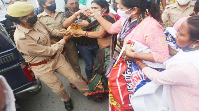 UP Police candidates protest Lucknow BJP office
