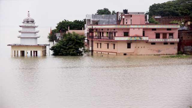 Prayagraj flood Ganga Yamuna rivers alert