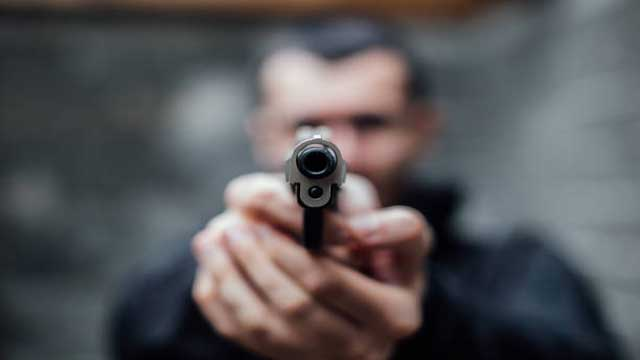 Lucknow robber shot bank operator robbed