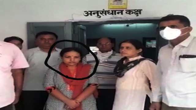 rajasthan Woman Patwari arrested taking bribe